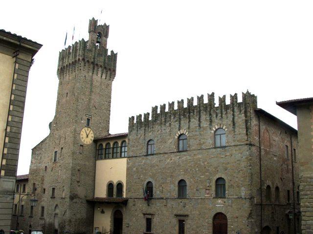 arezzo-palazzo_del_comune.jpg